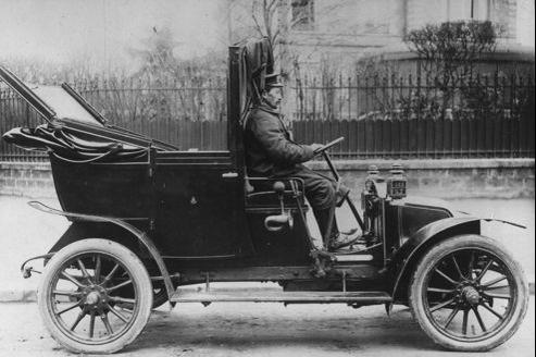 Un taxi Renault, en 1907.