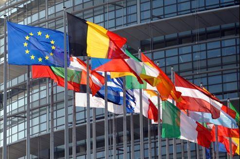 Les drapeaux de l'Union européenne devant le Parlement européen, à Strasbourg