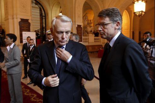 Le premier ministre, Jean-Marc Ayrault, aux côtés de Vincent Peillon, ministre de l'Éducation nationale, le 9 octobre.