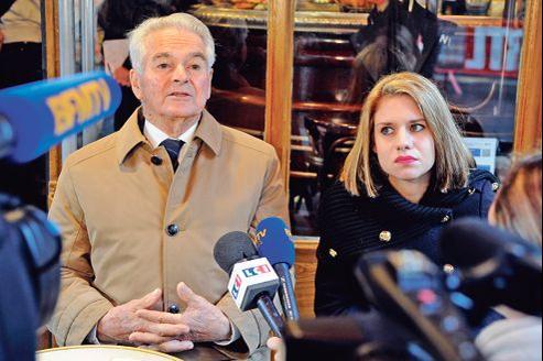 Jean-Pierre Verdon, le père de Philippe Verdon, et Diane Lazarevic, fille de Serge Lazarevic, mardi à Paris, lors d'une conférence de presse, après avavoir été reçus par François Hollande. Les deux ingénieurs ont été capturés en novembre.