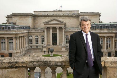 Réélu député en juin, l'ancien maire de Valenciennes veut positionner son nouveau parti, fort d'un groupe à l'Assemblée nationale et au Sénat, dans «l'opposition constructive». Son rêve: une coalition qui serait «l'UDF du XXIe siècle».