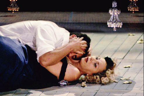 Ce film n'est pas la simple captation d'un opéra mais un vrai film, une œuvre à part entière.