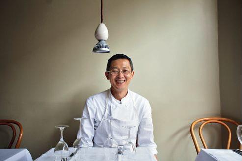 Hakihiro Horikoshi, chef de Latable d'Aki a travaillé desannées àl'Ambroisie. Derrière l'apparente simplicité de ses plats, un immense travail.