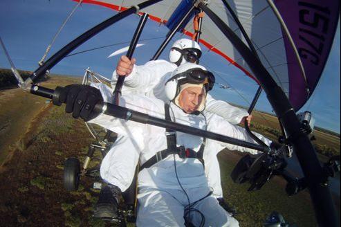Le mal de dos de Vladimir Poutine aurait été aggravé par sa récente expédition en ULM, pour guider un vol de grues sauvages de Sibérie.