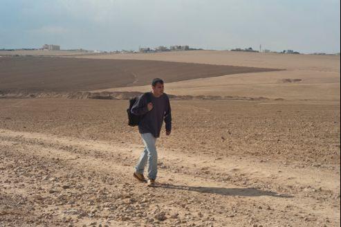 Entre la société israélienne, où il se sent étranger, et les vestiges de sa tribu ancestrale, Kamel n'est d'aucun monde.