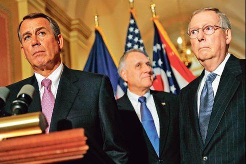 Barack Obama va devoir négocier avec les leaders républicains du Congrès: John Boehner (à gauche), chef de la majorité à la Chambre, et Mitch McConnell (à droite), responsable de la minorité au Sénat (ici, à Washington en 2011).