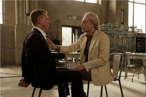 James Bond et Silva en pleine scène de séduction.