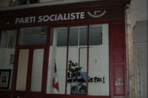 Les locaux de la permanence PS du Ve arrondissement de Paris vandalisés. Crédits: zad.nadir.org