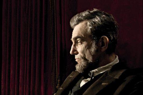 Lincoln, réalisé par Steven Spielberg, s'attarde sur la présidence d'Abraham Lincoln et sa lutte contre l'esclavage.