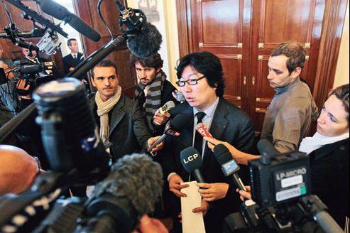 Jean-Vincent Placé lors de la signature de l'accord électoral avec le PS, en novembre 2011, à l'Assemblée nationale.