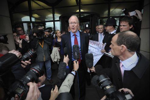La BBC traverse une «importante crise de confiance», reconnaît son directeur général.