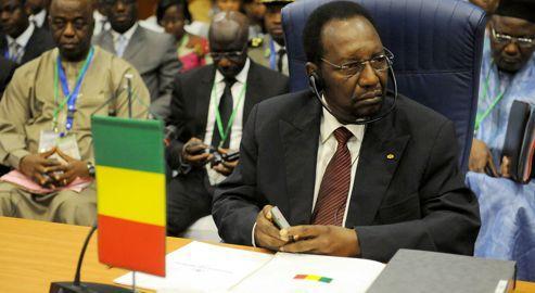 Le président malien Dioncounda Traoré, dimanche, lors du sommet de la Cédéao, à Abuja, au Nigeria.