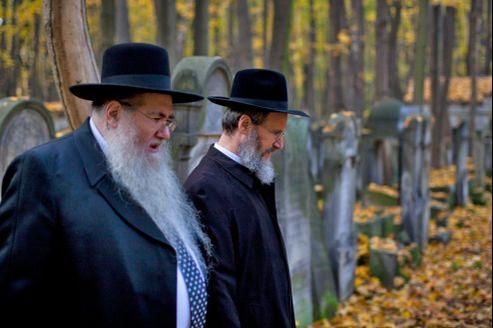 Rabbins lors d'une commémoration dans un cimetière juif de Varsovie en 2011. La communauté juive, estimée à 250.000 personnes en 1946, ne s'élevait plus qu'à 69.000 après-guerre. (Photo d'illustration)