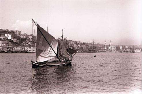 Vue sur la mosquée et le palais de Dolmabahçe (Istanbul, 1903-1905), photographie de Pierre Loti.