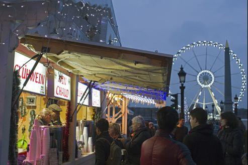 Quelque 180 chalets en bois des Vosges prendront place, pour sept semaines d'affilée, en bas de l'avenue des Champs-Élysées, pour la cinquième édition de «Paris village de Noël».