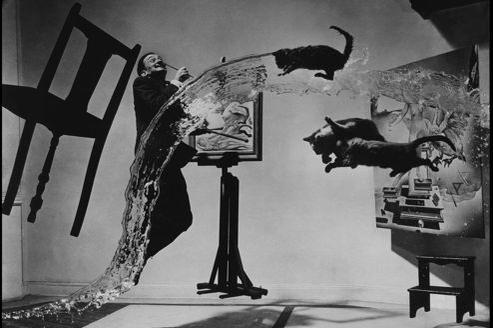 Dali atomicus par Philippe Halsman. En 1948, le photographe américain explore avec Dali l'idée de suspension.
