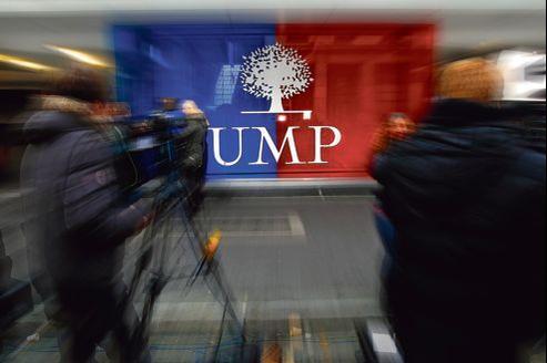 La médiation proposée par le maire de Bordeaux, Alain Juppé, semble l'ultime recours pour éviter le scénario d'une implosion de l'UMP en direct.