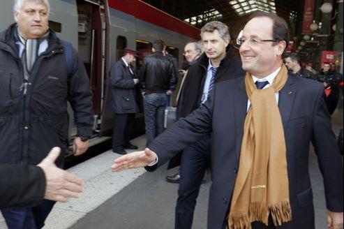 François Hollande, à la gare du Nord jeudi, s'apprête à prendre un train Thalys en direction de Bruxelles.
