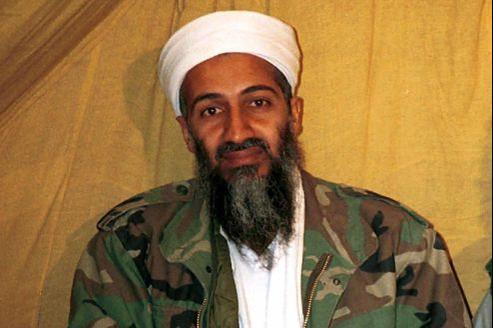 Le corps de Ben Laden a été lavé, enveloppé dans un drap blanc, puis placé dans un sac lesté, avant d'être basculé à la mer depuis le porte-avions USS Carl Vinson.