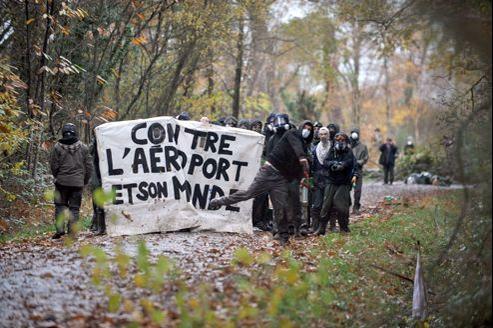 «Cette opération consiste à empêcher la reconstitution d'un camp retranché. Il s'agissait de ne pas laisser fortifier ce genre de camp», a déclaré le préfet Christian de Lavernée.