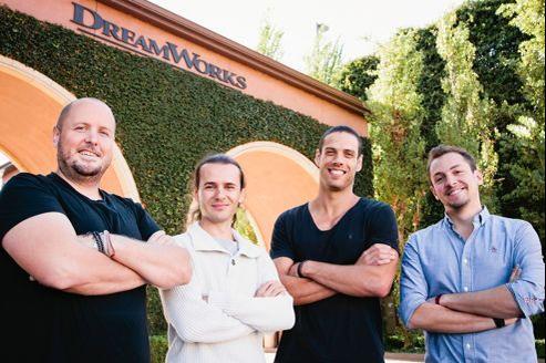 À l'entrée des studios DreamWorks Animation de Glendale, Alexis Wanneroy, Laurent Caneiro, Pierre Perifel et Julien Bocabeille adoptent la pause «Bunny». Clin d'œil au lapin de Pâques des Cinq Légendes.