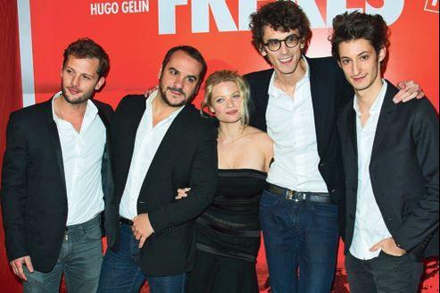 Nicolas Duvauchelle, François-Xavier Demaison, Mélanie Thierry, Hugo Gélin et Pierre Niney (de gauche à droite), à Paris le 15 novembre, lors d'une des 36 avant-premières du film. Á la fois drôle et touchant, c'est le film à voir ce week-end.