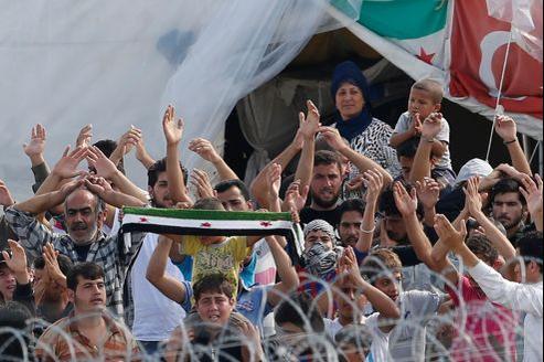 Des réfugiés syriens en Turquie, protestent contre leurs conditions de vie au camp de Boynuyogun, dans la province de Hatay, en octobre.