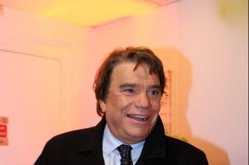 Bernard Tapie est prêt à offrir une cinquantaine de millions d'euros pour le rachat de l'ensemble du groupe Hersant puis à investir autant pour le développer.