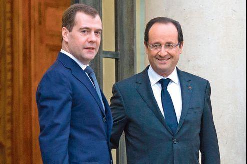 Dmitri Medvedev et François Hollande après leur entretien, mardi, à l'Élysée.