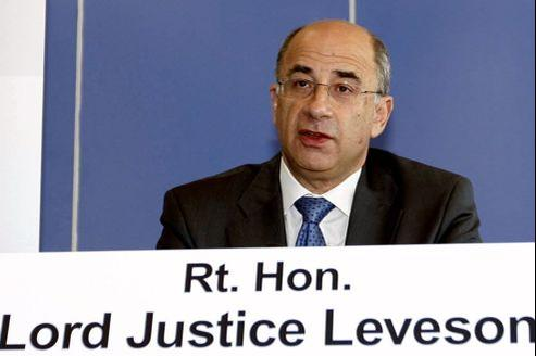 Brian Leveson en juillet 2011, lors de la première conférence à propos du scandale des écoutes du groupe Murdoch.