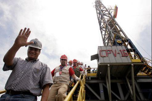Le président équatorien, Rafael Correa, lors de l'inauguration d'un puits de forage pétrolier .