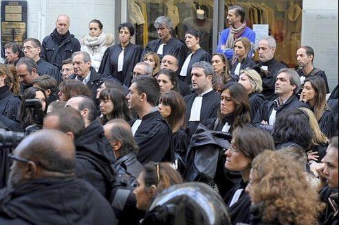 Samedi matin, 300 personnes dont de très nombreux confrères en robe se sont réunis à la maison des avocats de Marseille pour rendre hommage à Me. Raymonde Talbot.