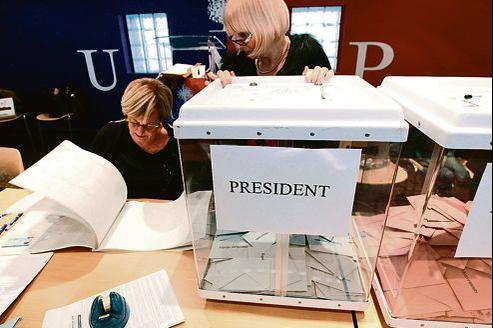 Dans les Bouches-du-Rhône, de nombreux militants dénoncent un défaut d'organisation. Ici, un bureau de vote à Marseille, le 18novembre.