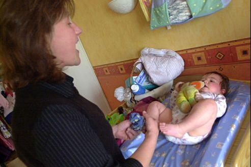 Le congé parental est mal réparti car dans 95% des cas, ce sont les femmes qui cessent de travailler pour s'occuper de leur enfant.