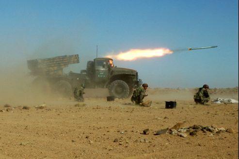 Des soldats syriens en manœuvre avec un lance-roquettes, en décembre 2011