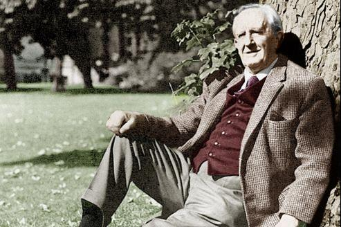 Tolkien, auteur du Seigneur des anneaux et de Bilbo le Hobbit, dans les années 1960.