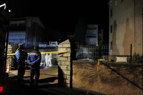 Des policiers enquêtent à Calvi après le meurtre d'un homme de 29 ans vendredi.