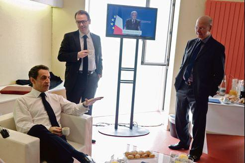Nicolas Sarkozy avec Patrick Buisson (à droite) et Guillaume Lambert lors de la campagne, en mai, en Vendée