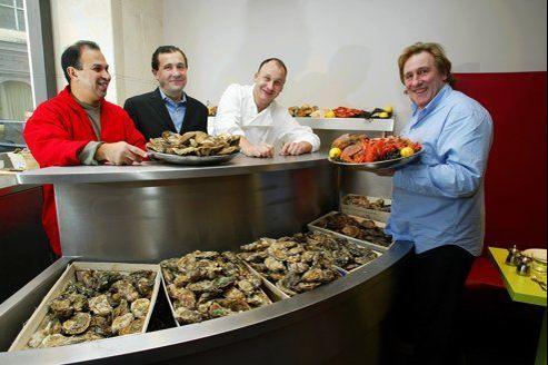 Gérard Depardieu au restaurant L'Écaille de la Fontaine à Paris.