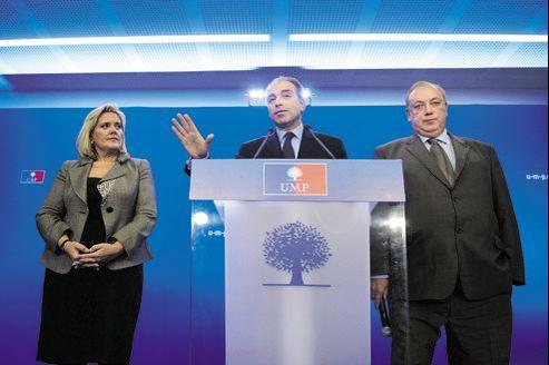 De gauche à droite:Michèle Tabarot, secrétaire générale de l'UMP, Jean-François Copé, président proclamé, et Marc-Philippe Daubresse, secrétaire général adjoint, lors d'une conférence de presse, mercredi, à Paris.