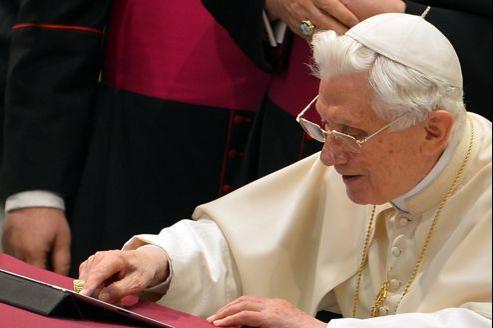Le premier tweet du Pape est en anglais, mais ses propos devraient à l'avenir être traduits dans de nombreuses langues, dont l'arabe.