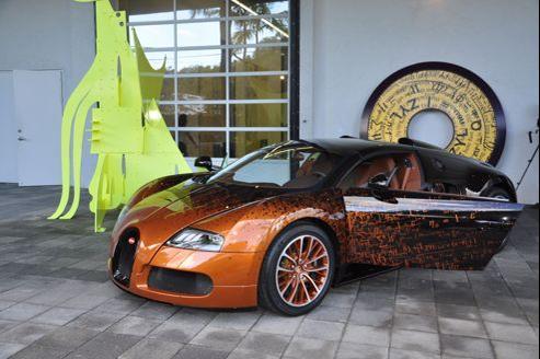 Bernard Venet, la star de Versailles, a customisé une Bugatti dévoilée lors d'une fête dans l'entrepôt de la famille Rubell.