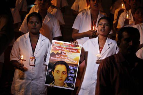 Des étudiantes infirmières ont rendu hommage à Jacintha Saldanha, jusqu'à Bengalore, en Inde.
