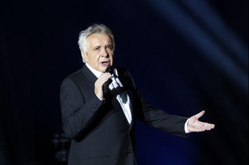 On reproche parfois au chanteur d'être trop lisse dans ses interprétations en concert. Il prouve tout le contraire.