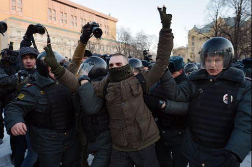 Samedi à Moscou, un opposant à Poutine est arrêté par la police.