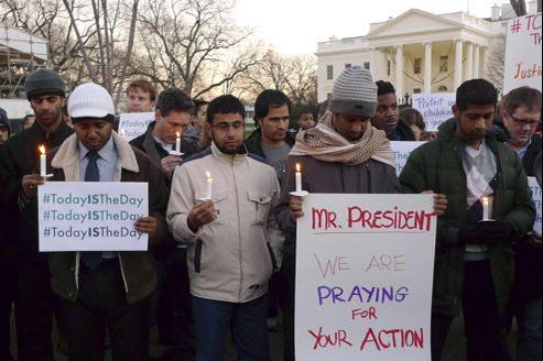 Des partisans du contrôle des armes à feu réunis vendredi devant la Maison blanche, à Washington.