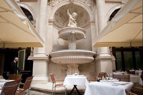 Gérard Depardieu possède plusieurs entreprises: ici, le restaurant La Fontaine Gaillon, à Paris.