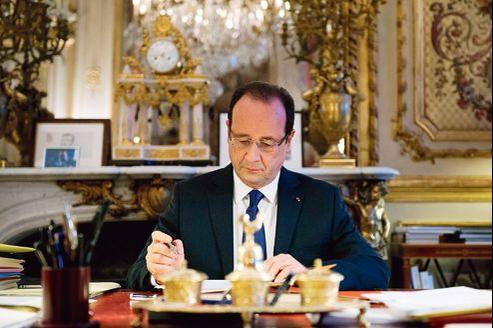 François Hollande, lundi, dans son bureau de l'Élysée.