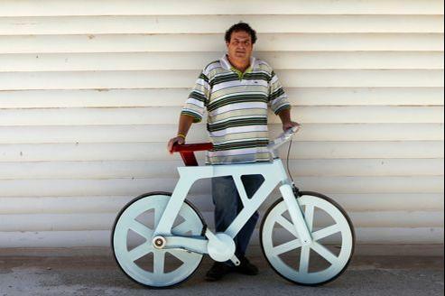 Izhar Gafni a passé trois ans à mettre au point le modèle définitif de son vélo en carton.
