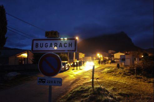 La nuit, Bugarach retrouve son calme habituel.